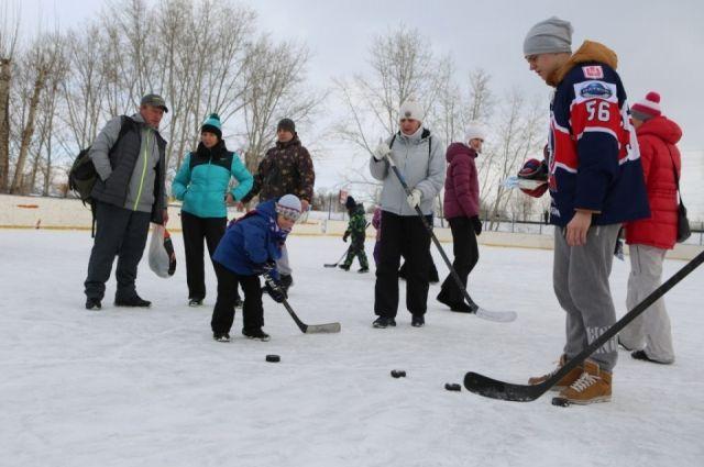 В программе конкурсы от сноубордистов, скелетонистов и других спортсменов.