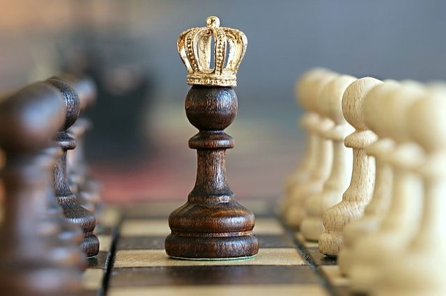 «Драгоценные» шахматы ювелир сделал несколько лет назад.