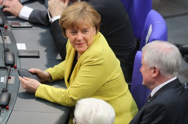 Опрос: Меркель обгоняет Шульца вборьбе запост канцлера Германии на1%