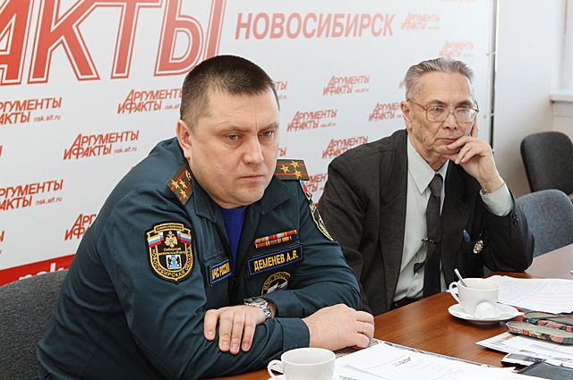 Андрей Деменёв и Ренад Ягудин в пресс-центре газеты