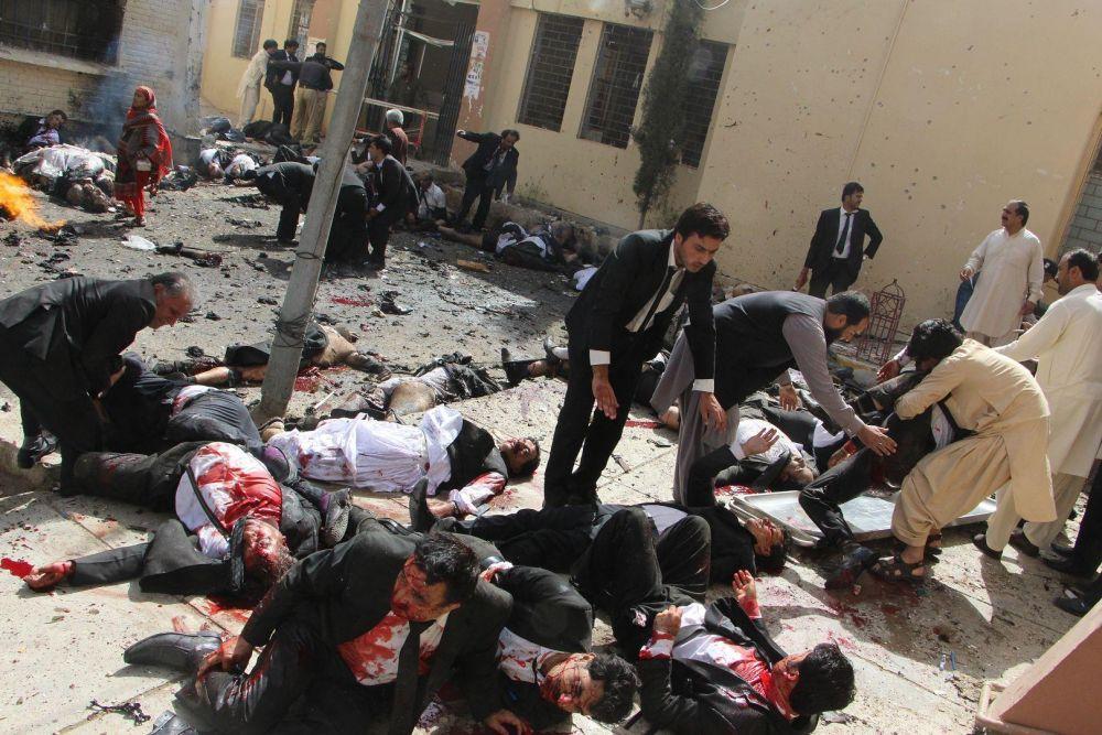Жуткое и кровавое фото, которое было сделано после взрыва бомбы, заняло первое место в категории «Фото с места событий»