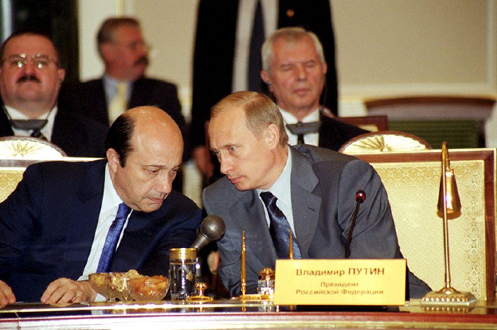 Игорь Иванов (1998-2004 годы). В октябре 2003 года во время «революции роз» в Грузии он выполнял функции посредника между президентом Эдуардом Шеварднадзе и грузинской оппозицией.