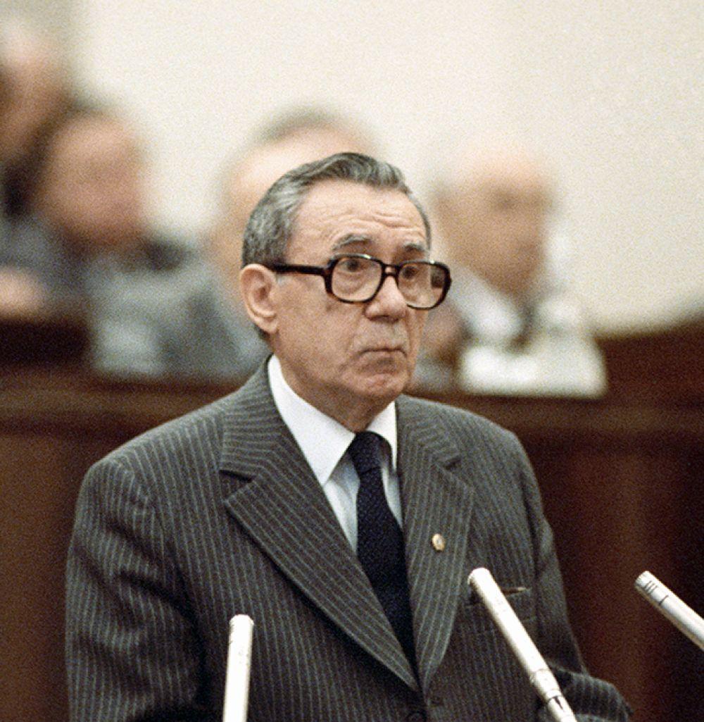 Андрей Громыко (1957-1985 годы). На протяжении 28 лет Громыко бессменно оставался министром иностранных дел СССР. На этом посту он внёс вклад и в процесс переговоров по контролю над гонкой вооружений. При нём было подписано немало соглашений по вопросам использования атомной энергии — Договор 1963 года о запрещении ядерных испытаний в трёх средах, Договор 1968 года о нераспространении ядерного оружия, Договоры по ПРО 1972 года, ОСВ-1, а также Соглашение 1973 года о предотвращении ядерной войны. Громыко вёл наиболее сложные переговоры в США и ООН, в частности – с Кеннеди по Карибскому кризису.