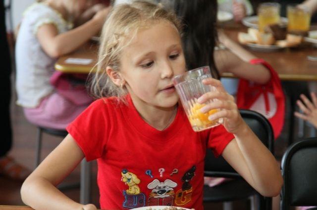Многие взрослые вспоминают обеды в детском саду.