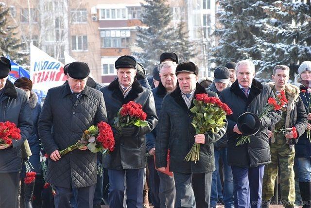 В мероприятии приняли участие первые лица области и города, ветераны боевых действий, представители общественности, школьники.