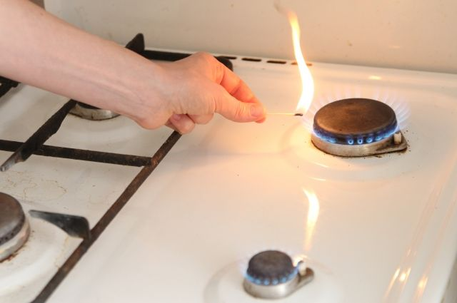 Не оставляйте газовую плиту без присмотра.