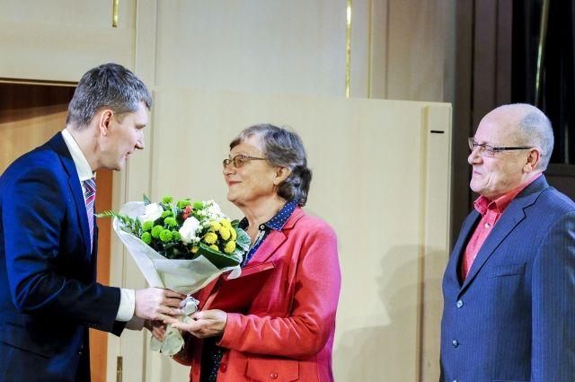 Помимо почётного звания деятели науки получили денежные гранты- 50 и 100 тыс. руб.