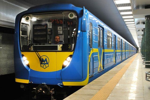 Киевлян предупредили о закрытии одного из выходов со станции Крещатик