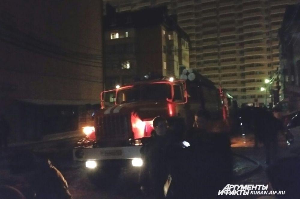 Пожар на улице Прокофьева тушили более 120 человек, в том числе 73 сотрудника МЧС.