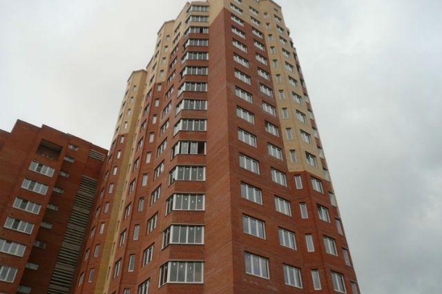 Челябинский экстремал спрыгнул с18-го этажа жилого дома