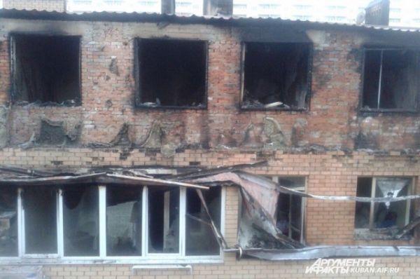 Мансардный этаж выгорел полностью, там тоже находились жилые квартиры.
