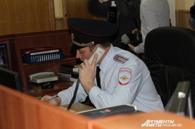 Полицейские оцепили территорию здания площадью около 20 тысяч кв.м.