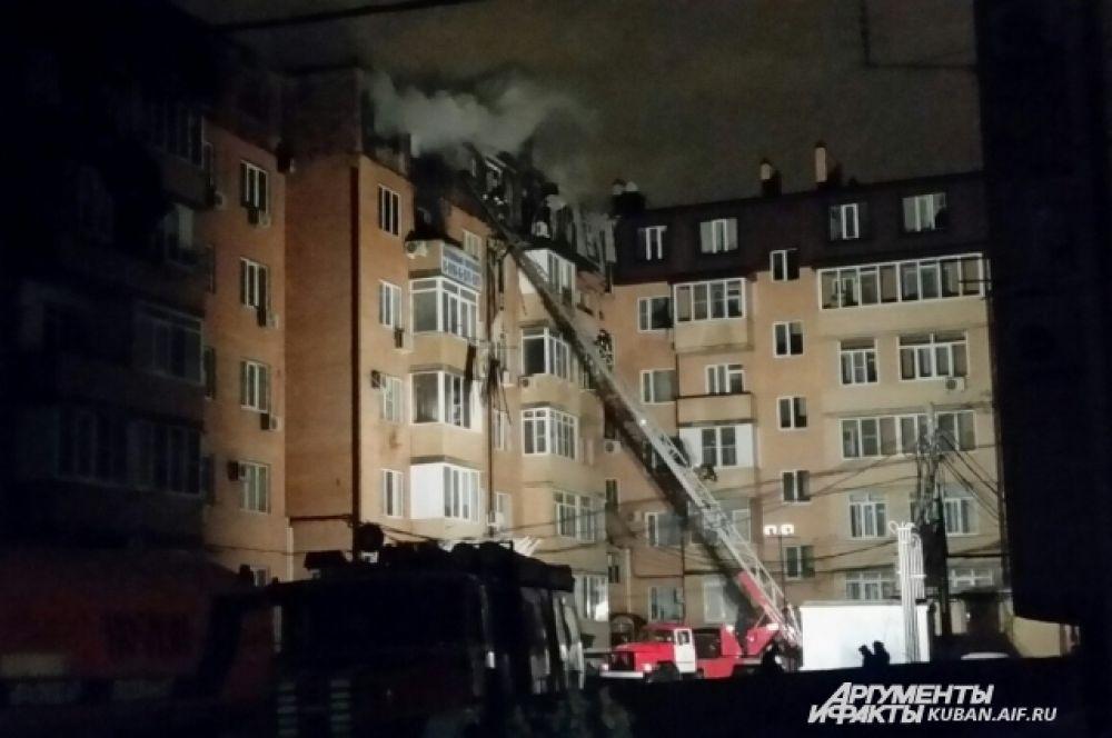 Пожар начался с мансардного этажа.