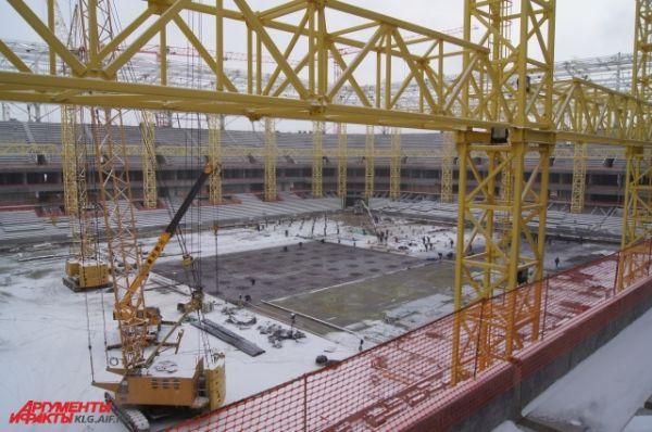 Подрядчик обещает, что до конца февраля будет готов фундамент футбольного поля.
