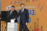 Сергей Балыкин и Игорь Шухрай нажали символическую кнопку запуска электростанций.