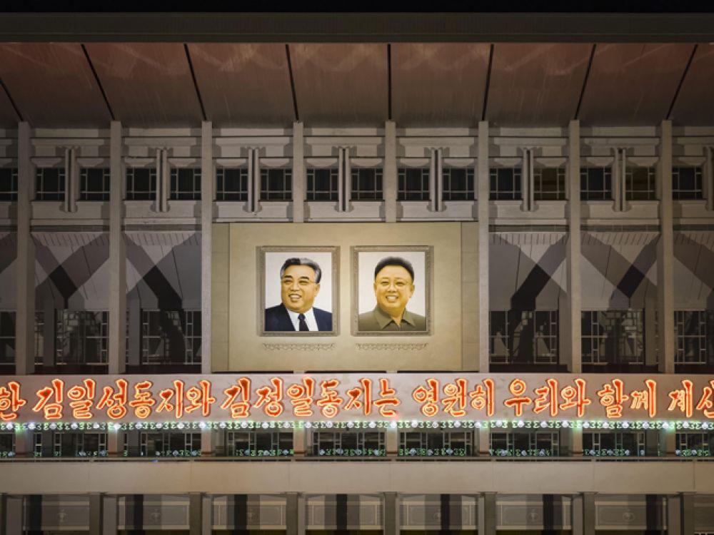 Биография Ким Чен Ира, как и биография его отца, стала официальным предметом для изучения в школах. Книги или статьи начинаются с цитат из его работ, а имя вождя в северокорейских печатных изданиях набирается специальным жирным шрифтом.