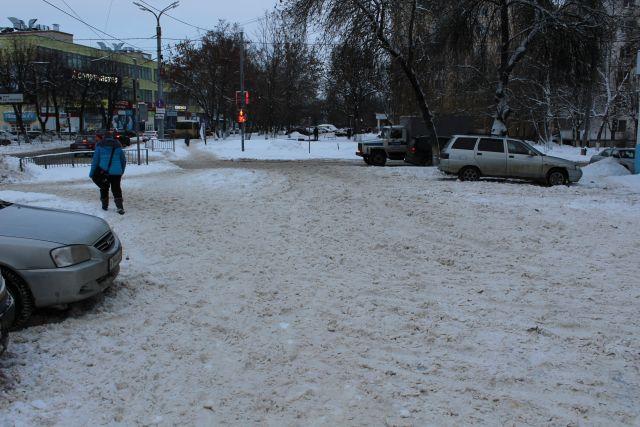 В этом году в городе выдалась снежная зима.