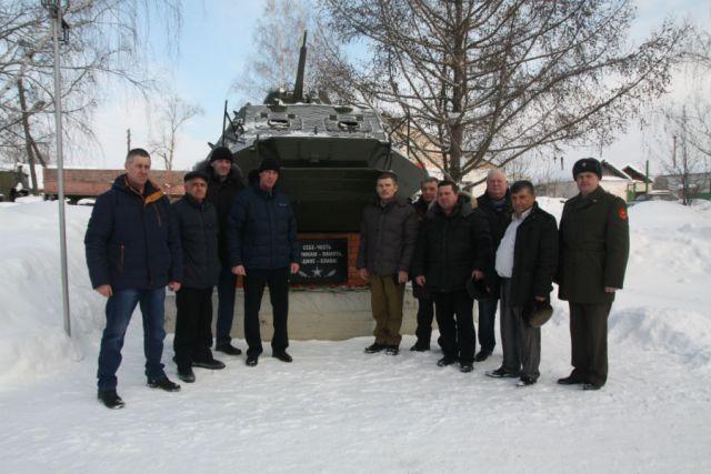 Олег Кривоногов - второй слева.