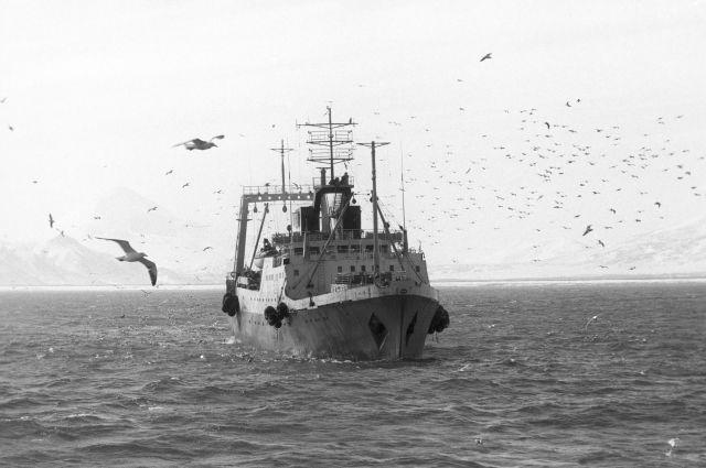 Рыболовный траулер «Шквал» терпит бедствие вБаренцевом море