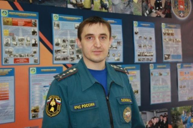 Константин Лапихин вынес пострадавшего на руках на улицу.