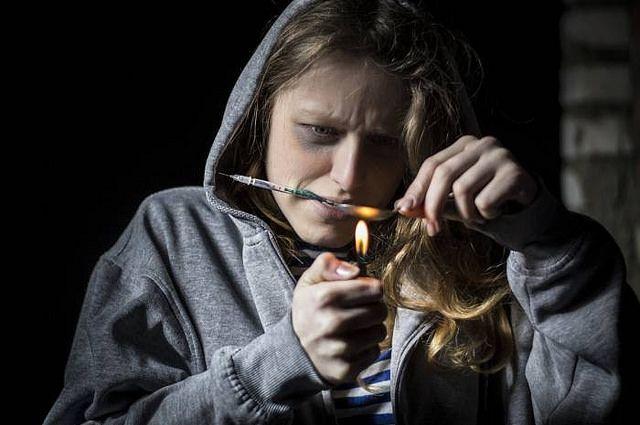 В Новокузнецке 33-летняя женщина организовала у себя дома наркопритон.