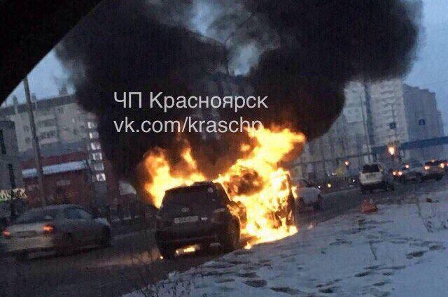 Автомобиль был полностью охвачен огнём.