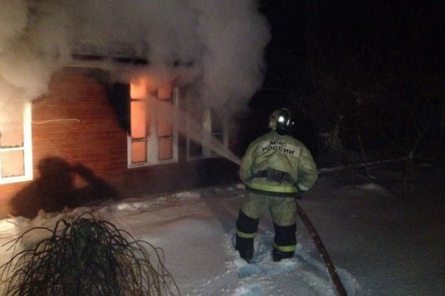 ВХМАО сгорел деревянный дом на18 квартир