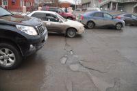 Сложнее всего омские автомобилисты обычно переживают весну.