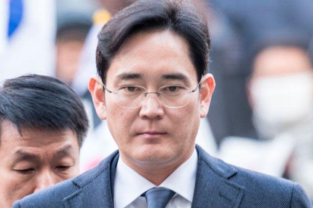 За что арестовали руководителя компании Samsung?