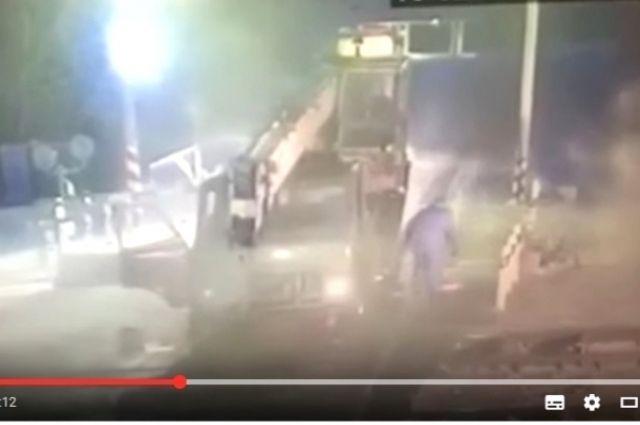 Грузовой поезд врезался вавтокран вИркутской области