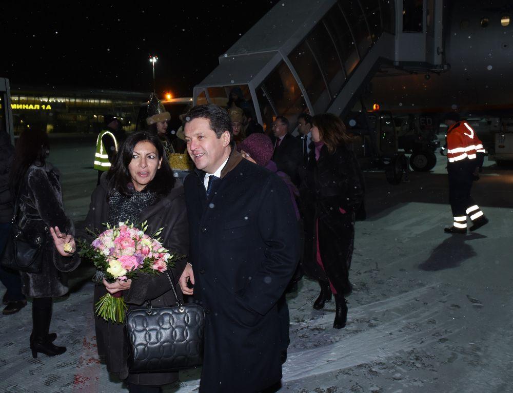 В аэропорту ее встретил мэр Казани Ильсур Метшин