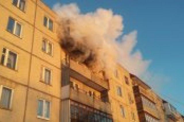 ВКрасноярске из-за пожара издома эвакуировали пятерых человек