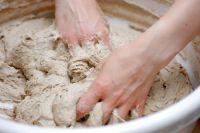 Процесс приготовления хлеба сводится к ведению закваски, затем опары, теста и собственно выпеканию.