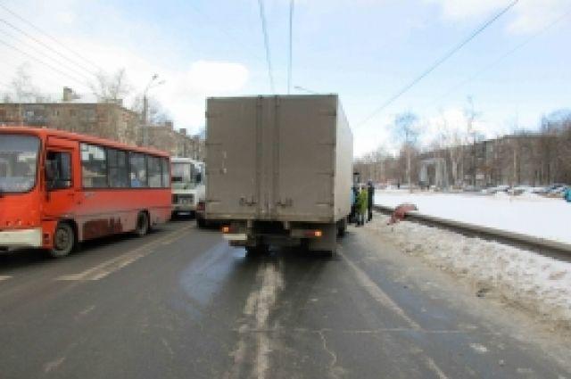 Грузовой автомобиль сбил ребенка, проехав накрасный свет вНижнем Новгороде