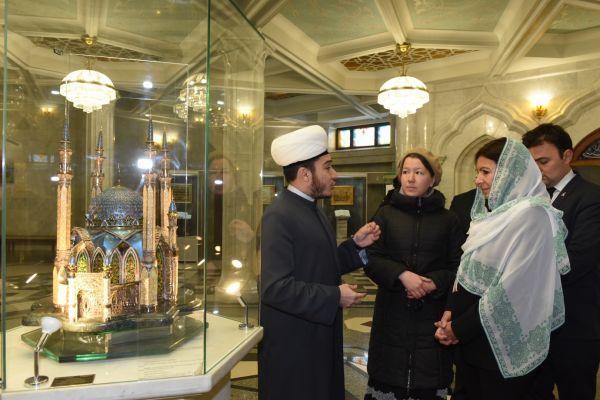 Мадам Идальго посетила мечеть Кул Шариф.