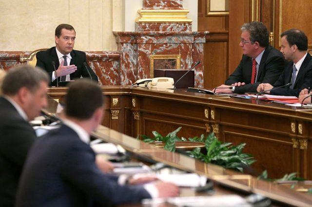 Кабмин подчеркивает 10млрдруб. университетам— руководителям РФ