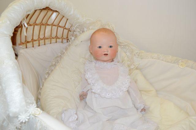 В коллекции Марины Политовой - более 800 кукол, а некоторым антикварным -  более чем полтора века.