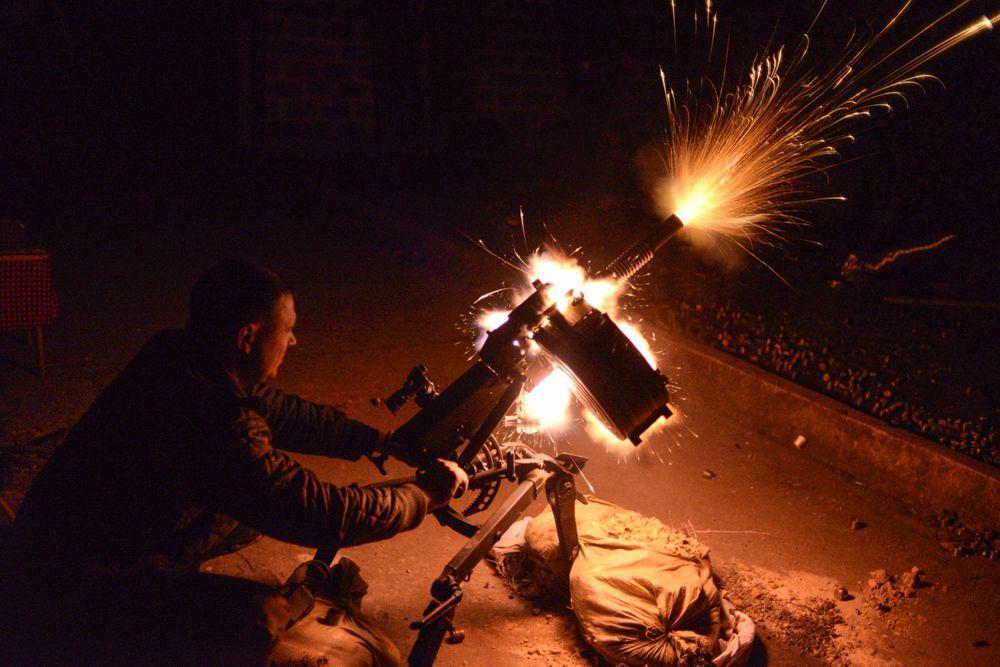 В этой же номинации, мы считаем одной из лучших вот это фото, на котором видно, как украинский боец стреляет из гранатомета