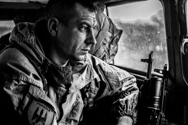 Очень качественное и реалистичное фото военного из Украины, который понимает, какое тяжелое боевое задание ему придется выполнить. Номинация - «В фокусе»
