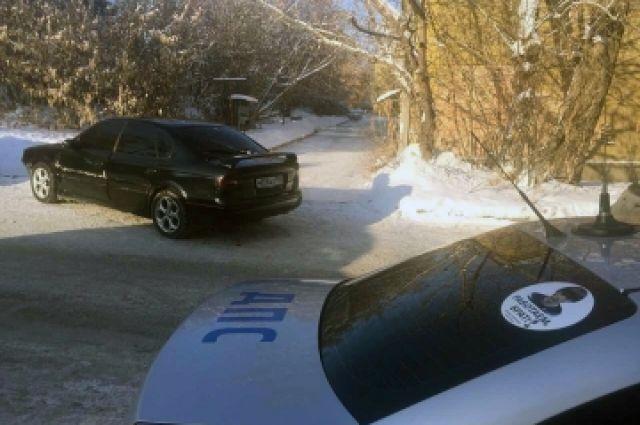Полицейские пытались остановить угонщика.