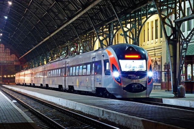 Президента Украины просят запустить поезд изИвано-Франковска вКраматорск