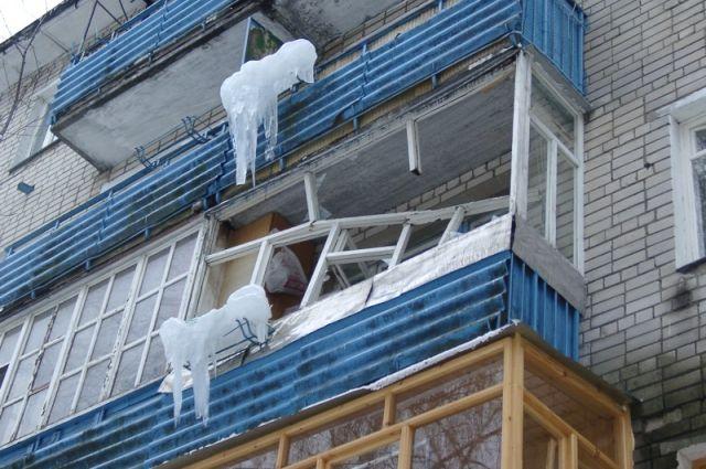 Мигрант прыгал по балконам и сорвался вниз на Петергофском шоссе