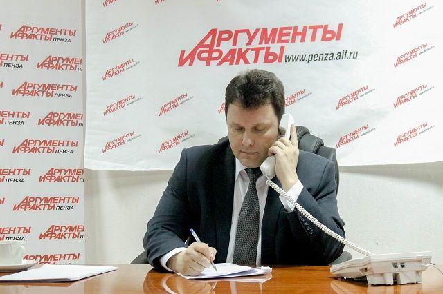 В течение часа Александр Воронков отвечал на вопросы телефонных собеседников.