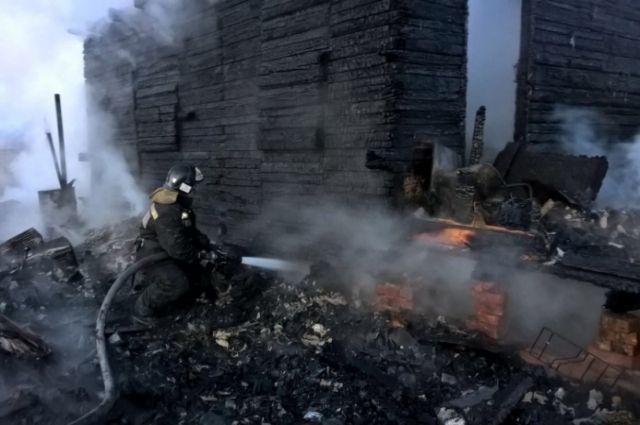 Иркутянин спас изгорящего дома 2-х соседских девушек