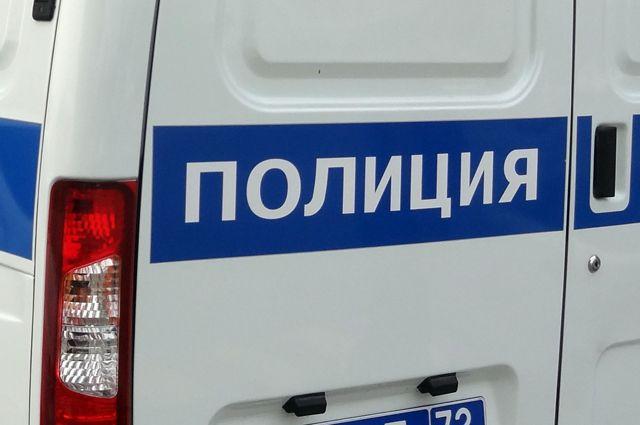 Мужчина вштанах стремя белыми полосками ограбил сотрудника ФСО вПетербурге