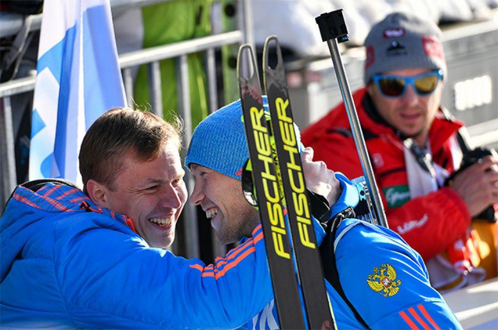 Алексей Волков и старший тренер женской сборной России по биатлону Валерий Медведцев.