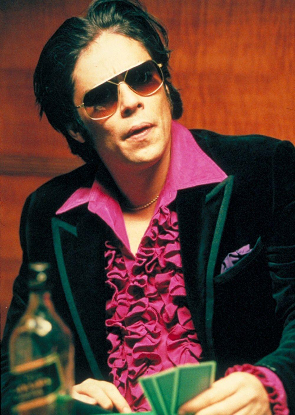 В знаменитой гангстерской комедии Гая Ричи «Большой куш» Бенисио исполнил роль грабителя, у которого зависимость от азартных игр — Фрэнки Четыре Пальца.