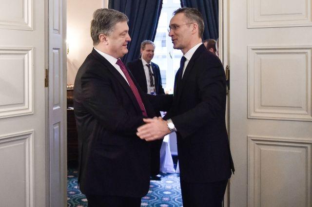 Порошенко иСтолтенберг обсудили ситуацию вДонбассе