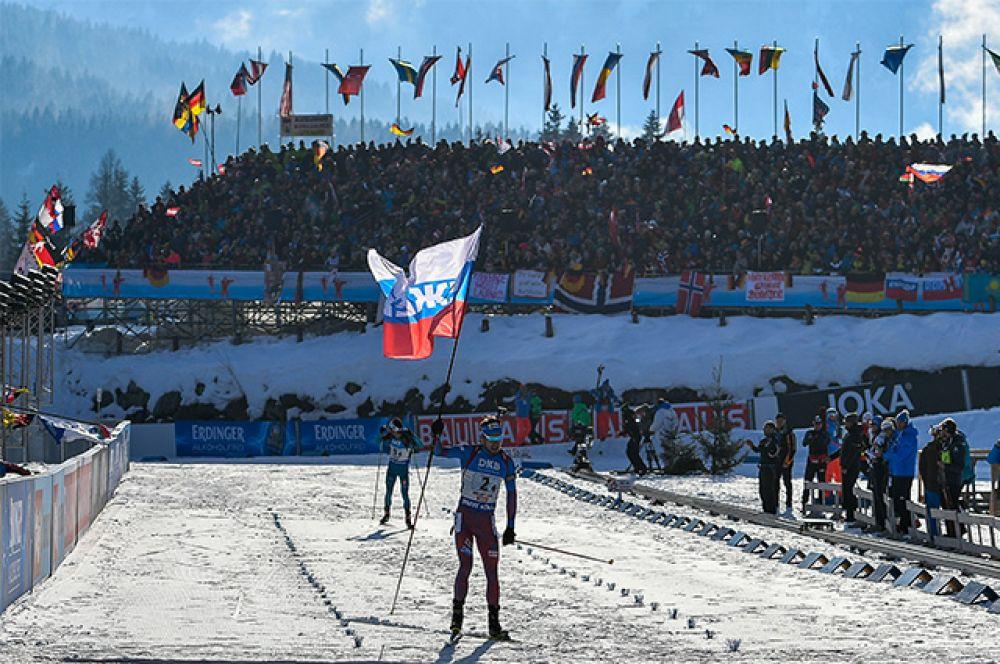 Антон Шипулин на финише эстафеты.