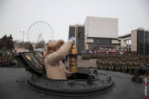 В Ростов-на-Дону он прибыл на военном бронеавтомобиле «Тигр».